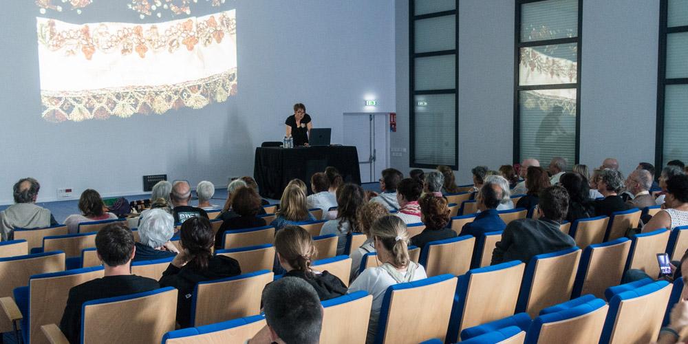 Conférences sur le costume breton